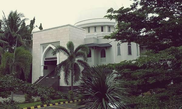 Masjid Baitul Ghafur Salah Satu Bangunan Ikonik Di Ueu Jakarta